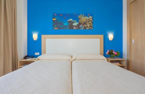 A bed or beds in a room at Apartamentos Centro Cancajos