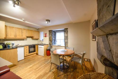 A kitchen or kitchenette at Snoozles Quay Street Tourist Hostel