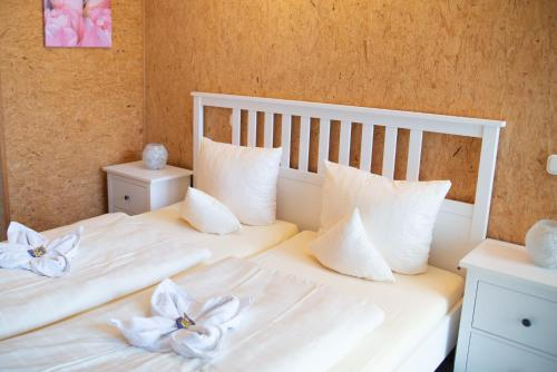 A bed or beds in a room at Hotel Vicinity