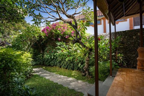A garden outside Tandjung Sari Hotel