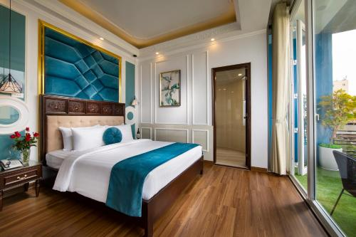 A bed or beds in a room at Hanoi Royal Palace Hotel 2