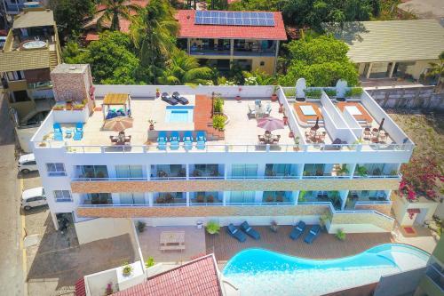 Uma vista da piscina em Pipa Centro Residence ou nos arredores
