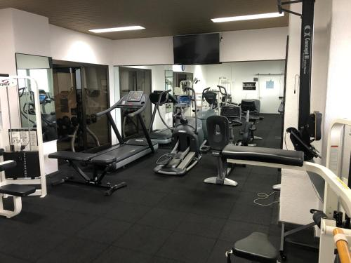 The fitness center and/or fitness facilities at Hôtel du Grand Lac Excelsior