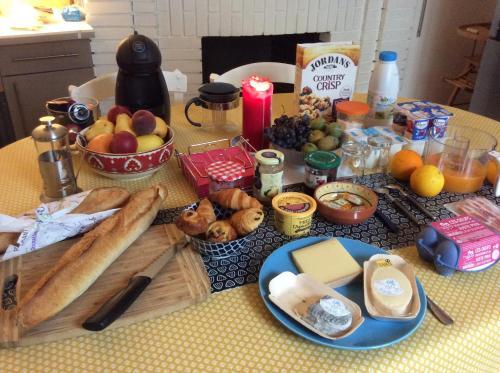 Options de petit-déjeuner proposées aux clients de l'établissement La Terrasse, Centre St-Antonin