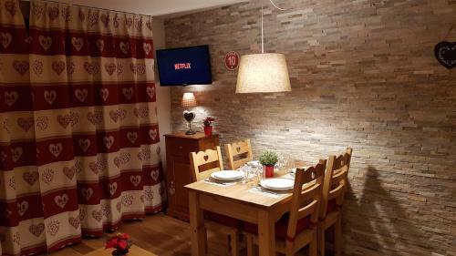 Restaurant ou autre lieu de restauration dans l'établissement Les Logis de Meribel