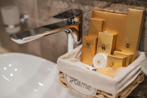 A bathroom at Bernardazzi Grand Hotel & SPA
