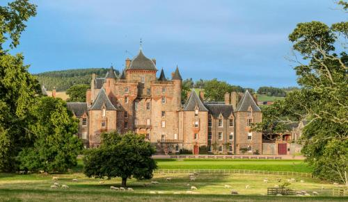 Lauder Chateau Sleeps 16 with WiFi