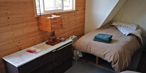 A bed or beds in a room at Yellow Dog Lodge, Inc.