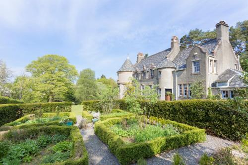 Helensburgh Chateau Sleeps 12 WiFi