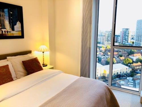 A bed or beds in a room at Luxury Lodge Excel London