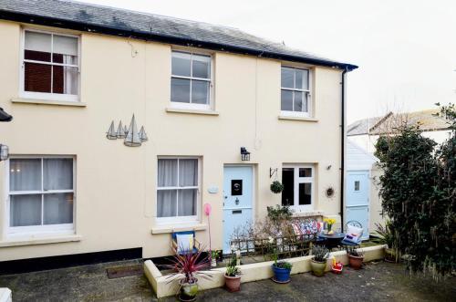 Bognor Regis Villa Sleeps 6 with WiFi