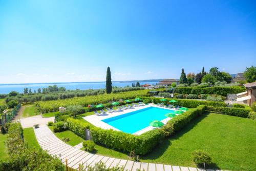 The swimming pool at or close to Residence Corte Ferrari