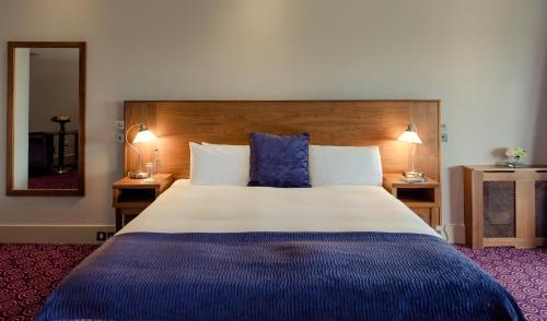 A bed or beds in a room at Osprey Hotel