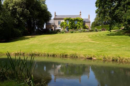 Dyrham Villa Sleeps 11 WiFi