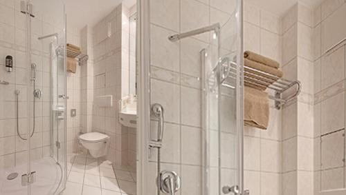 Ein Badezimmer in der Unterkunft Hotel Victoria
