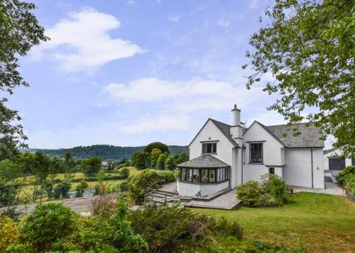 Bowness-on-Windermere Villa Sleeps 10 with WiFi