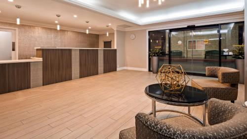 The lobby or reception area at Best Western Plus Ontario Airport & Convention Center