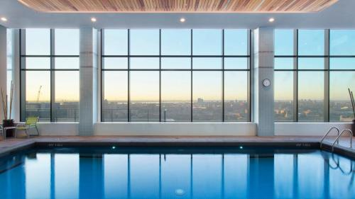 The swimming pool at or near Holiday Inn Hotel & Suites - Montreal Centre-ville Ouest