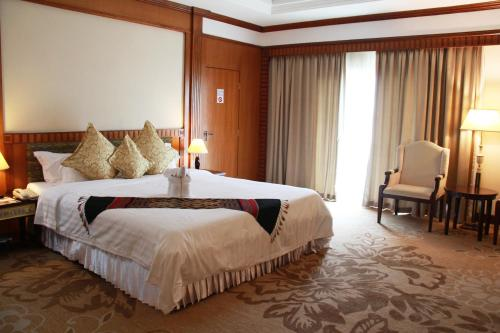 A bed or beds in a room at Don Chan Palace Hotel & Convention