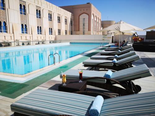 المسبح في فندق حدائق صلالة أو بالجوار