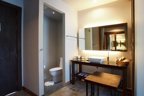 A bathroom at Mai Khao Lak Beach Resort & Spa