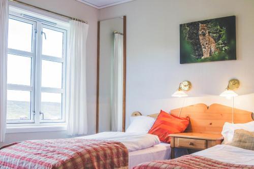 En eller flere senger på et rom på Hjerkinn Fjellstue
