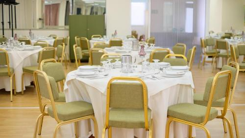 A restaurant or other place to eat at Hotel Metropol