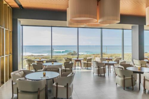 A restaurant or other place to eat at Hotel Verde Mar & SPA
