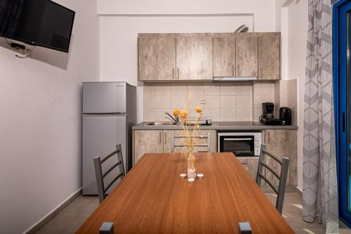 Η κουζίνα ή μικρή κουζίνα στο Mikro Nisi Studios
