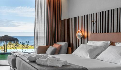 A bed or beds in a room at Hotel Verde Mar & SPA