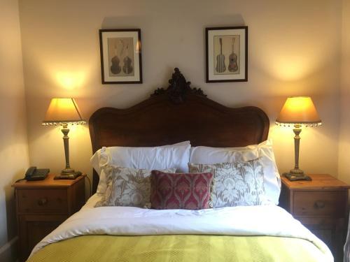 A bed or beds in a room at DINHAM HALL & ELLIOTTS BISTRO