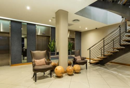 The lobby or reception area at Holiday Inn Express Cape Town City Centre