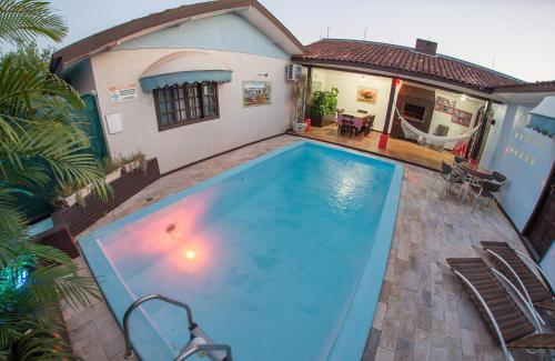 A piscina localizada em Villa Valencia Hostel ou nos arredores