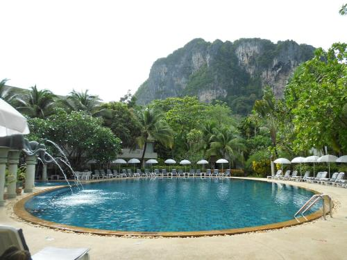 The swimming pool at or near Golden Beach Resort
