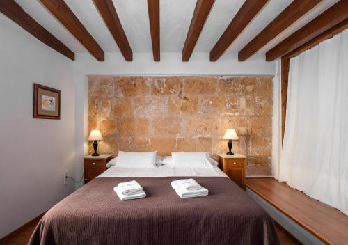 A bed or beds in a room at Ramón Llull House