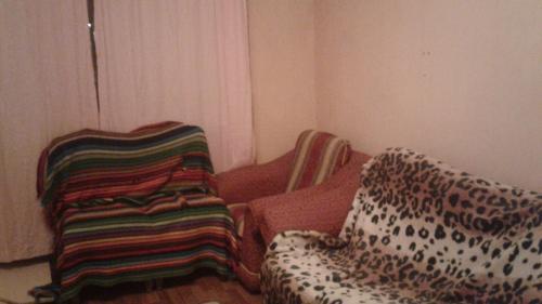 Кровать или кровати в номере Комната