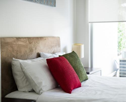 A bed or beds in a room at Accommodate Canberra - Trieste