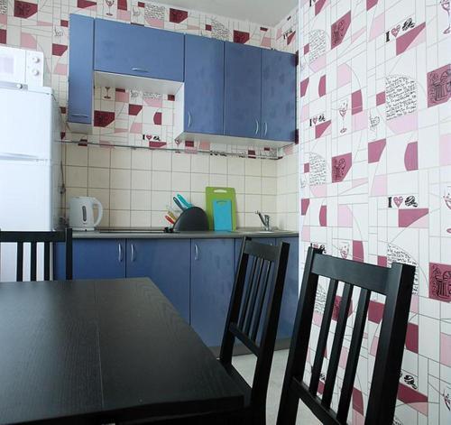 Кухня или мини-кухня в ApartLux Юг