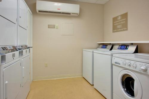 A kitchen or kitchenette at Candlewood Suites Nogales