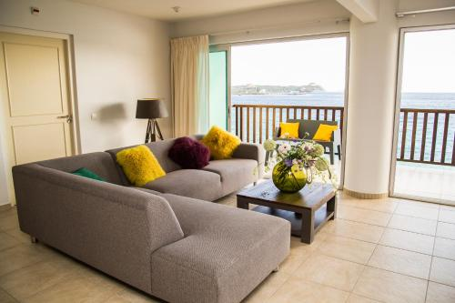 Uma área de estar em Luxury Apartment Ayla