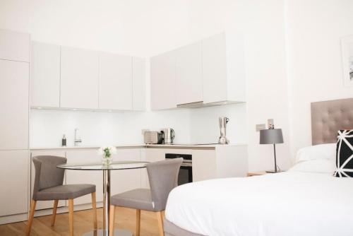 Beautiful Minimalistic Studio Apartment in Central