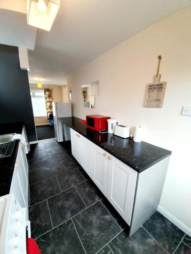 A kitchen or kitchenette at 4 Bedroom Rayleigh Town House
