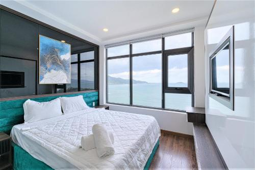 A bed or beds in a room at iSeaview Nha Trang Beach Apartment