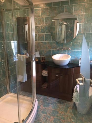 A bathroom at Retreat at The Knowe Auchincruive Estate
