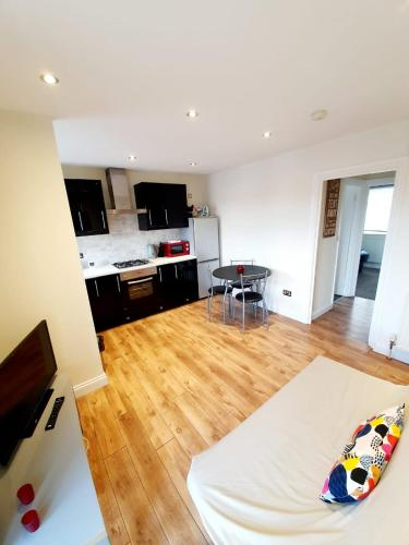 A kitchen or kitchenette at Rayleigh Centre Apartment