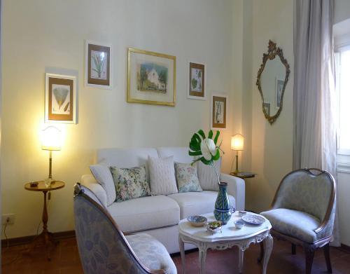 A seating area at Fra Bartolomeo