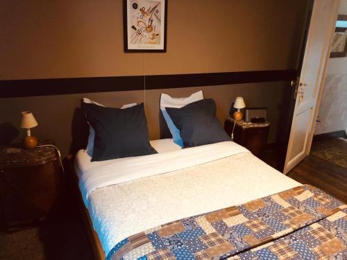 Een bed of bedden in een kamer bij B&B Faja lobi