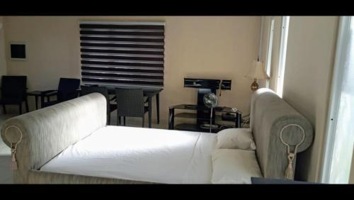 Cama ou camas em um quarto em Aruba Palm Beach Studio