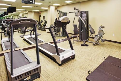 The fitness center and/or fitness facilities at Holiday Inn Nashville Vanderbilt