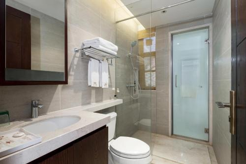 A bathroom at Iccssi Villa Haitang Bay Sanya